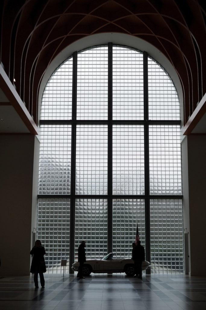 Indrukwekkende entree van het museum