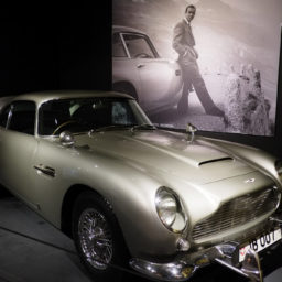 De Aston Martin DB4 Continuation; Koop 'm nieuw en voel je als James Bond.