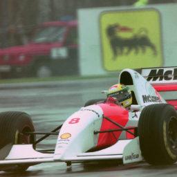 De laatste auto die Ayrton Senna groot maakte in Monaco.