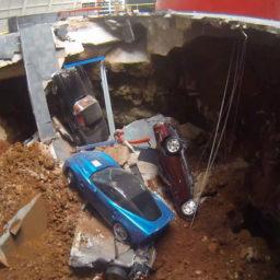 Wat is er gebeurt met de Corvettes uit het sinkhole museum?